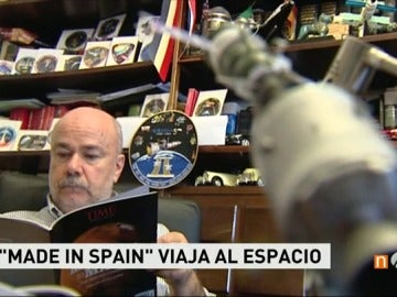 Frame 29.729585 de: Un español diseña los escudos que los astronautas llevan en sus trajes