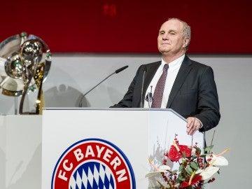 Hoeness presidiendo un acto del Bayern