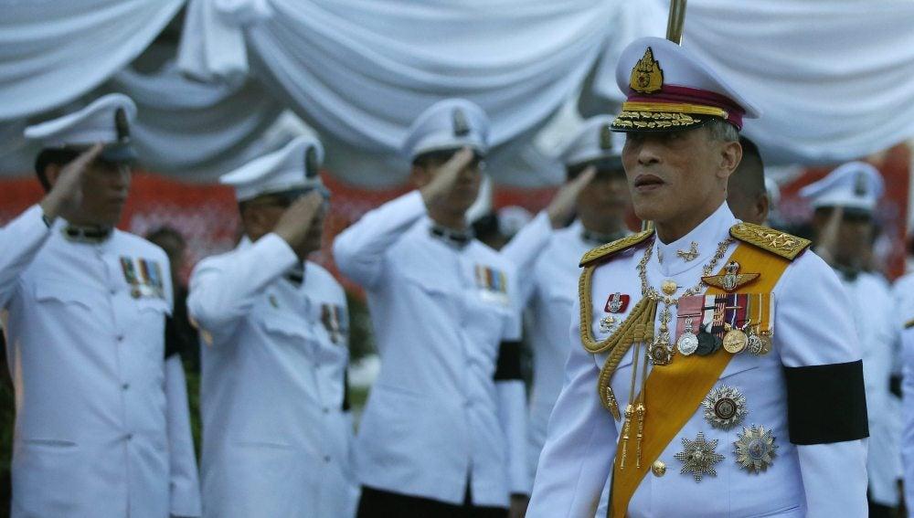 El nuevo monarca de Tailandia, Vajiralongkorn, durante una ceremonia
