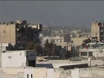 Frame 8.251201 de: El ejército sirio y sus aliados controlan el 90% de la mitad oriental de Alepo tras tomar los barrios de Al Sheij Said y Al Salhín