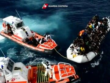 Frame 8.515151 de: Recuperan seis cadáveres y rescatan a 1.164 personas en el mar