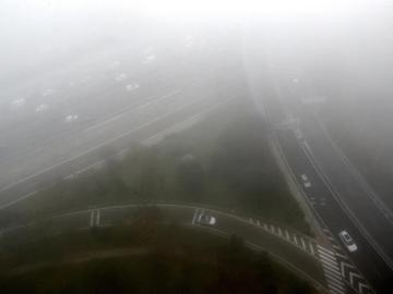Vista aérea de Madrid con niebla