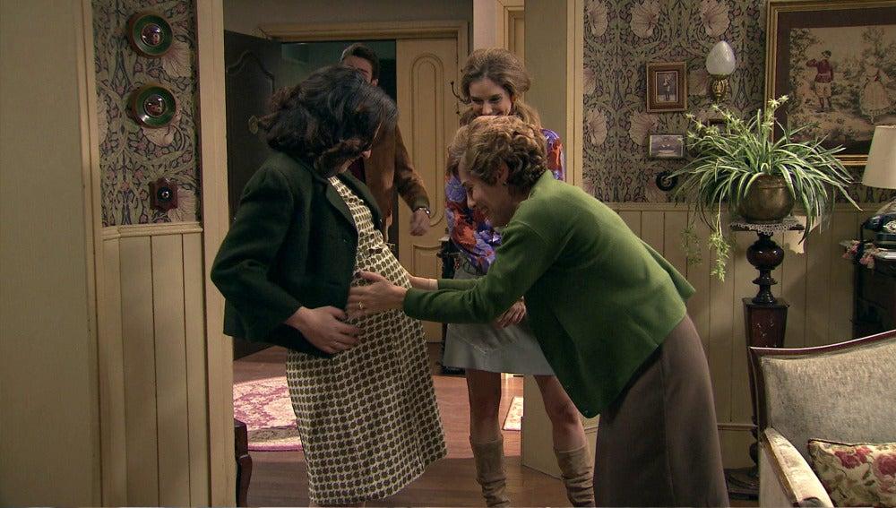 Maruxa regresa para asistir a la boda de Benigna