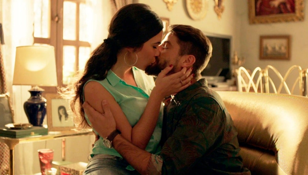 "Salva pide matrimonio a Sol: ""Cásate conmigo"""