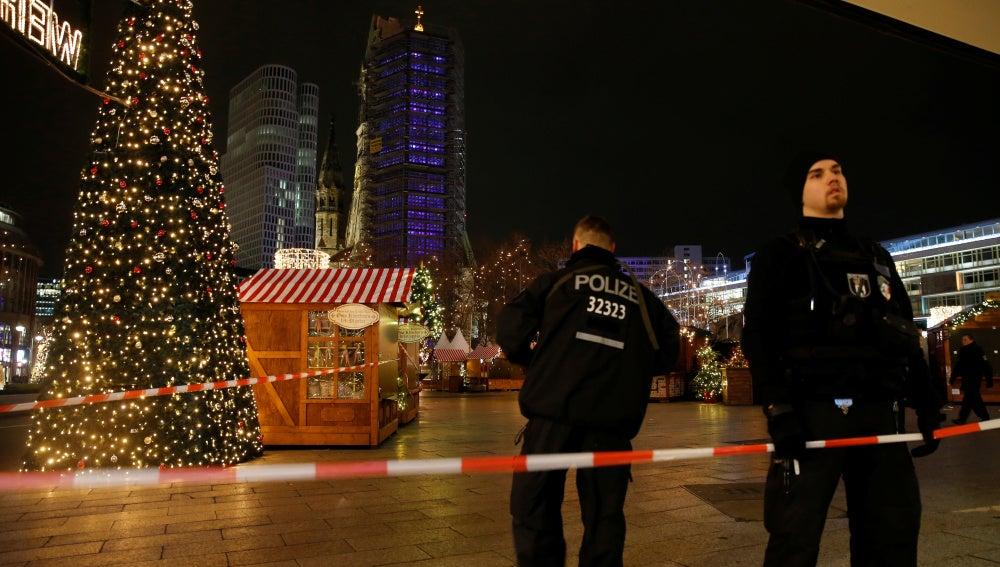 La Policía en el mercadillo donde se ha producido el incidente