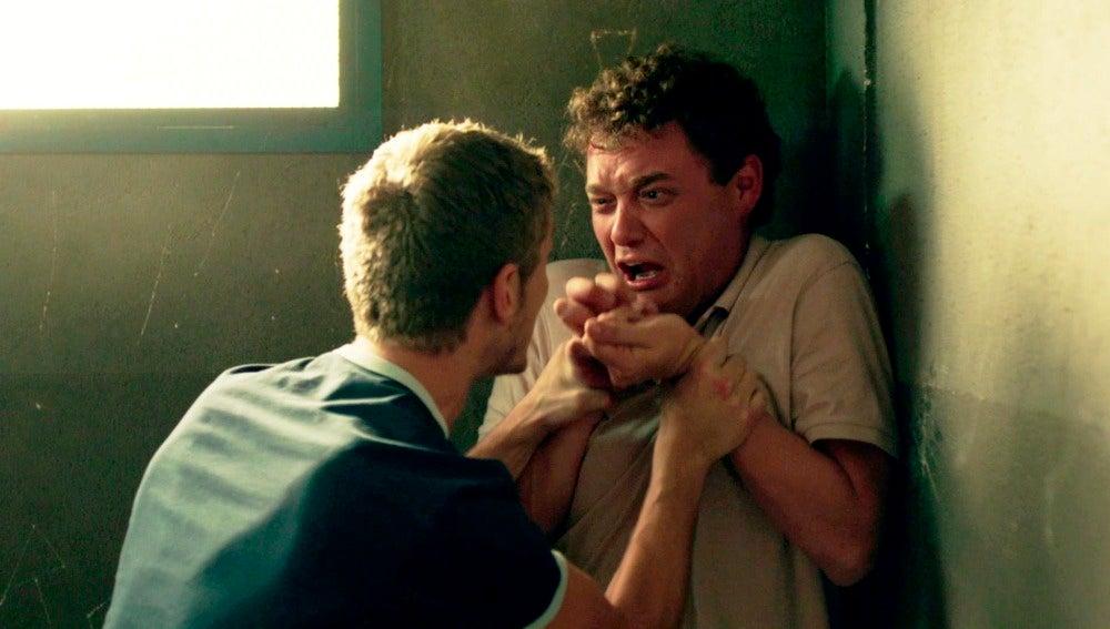 Fernando intenta matar a Sergio tras reencontrarse en prisión