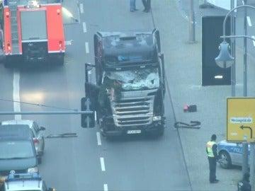 """Frame 55.672726 de: La Policía de Berlín asegura que el atropello fue intencionado y habla de """"ataque terrorista"""""""