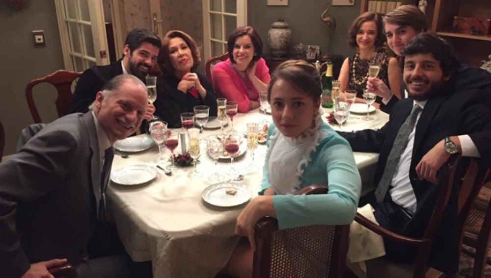 La familia Novoa realiza un brindis navideño por adelantado