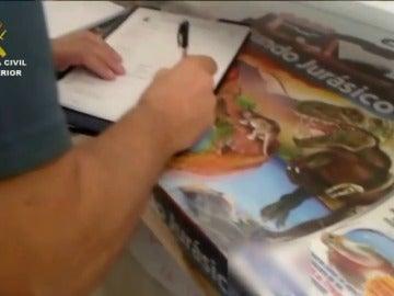 Frame 6.552 de: Retienen en Canarias 1.247 juegos educativos por contener una especie invasiva