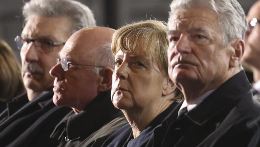 Angela Merkel visita el lugar de los atentados