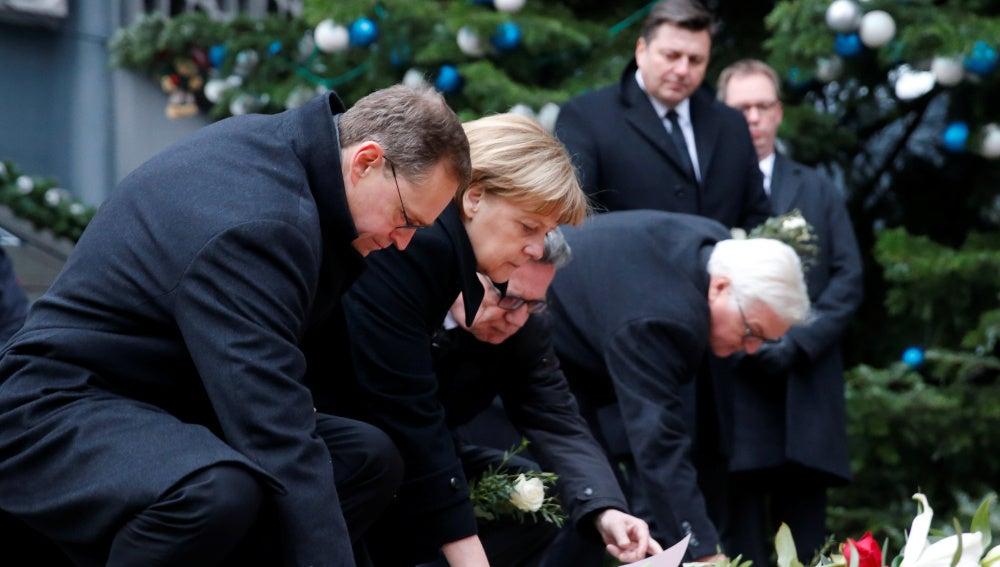 Políticos alemanes rinden homenaje a las víctimas del atentado