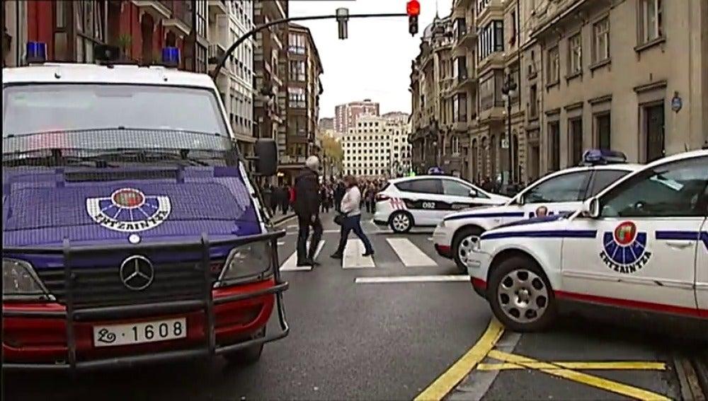 Frame 3.416803 de: La Policía pide medidas de protección como bolardos en accesos a eventos navideños para evitar atentados como el de Berlín