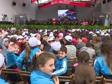 Frame 8.659137 de: Más de 6.000 niños cantan un villancico acompañados por la Filarmónica Juvenil en Tenerife