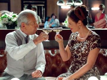 """Doña Blanca y Don Emilio brindan: """"Por un futuro lleno de experiencias por compartir"""""""