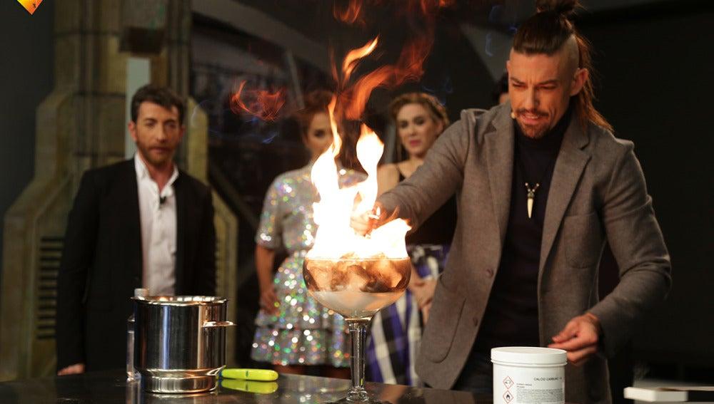 Adrián Lastra demuestra que el hielo es capaz de arder