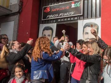 Celebración en la sede del Partido Comunista