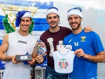 El Lega felicita la Navidad con un divertido vídeo de sus jugadores abriendo unos regalos sorpresa 'personalizados'