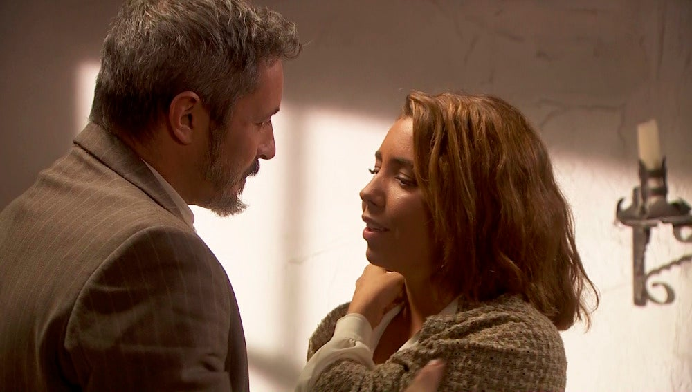 Emilia le pide un gran favor a Alfonso