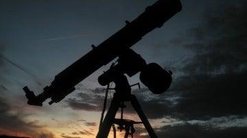 Dentro de todos los tipos de telescopio, el refractor es el más asequible