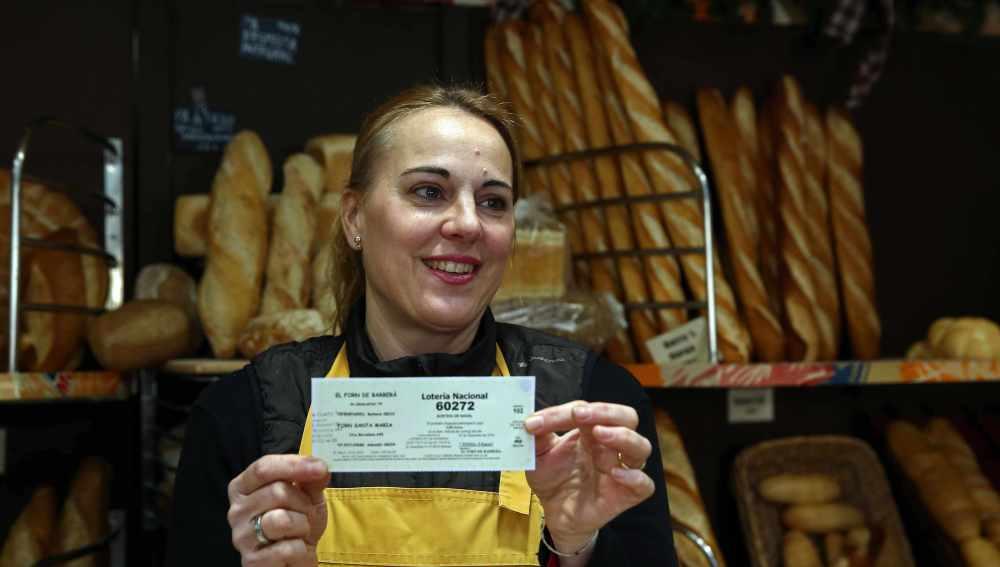 Una panadera con el número premiado