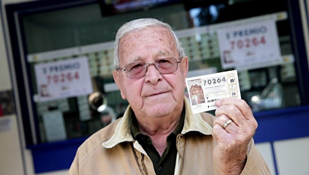 Un hombre en Valencia con un décimo premiado del número 70.624