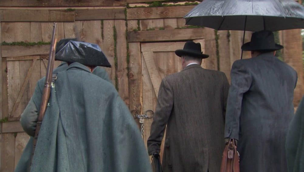 Raimundo consigue escapar de la trampa que le preparó Francisca