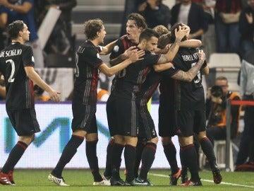 El Milan celebra su triunfo en la Supercopa de Italia sobre la Juventus