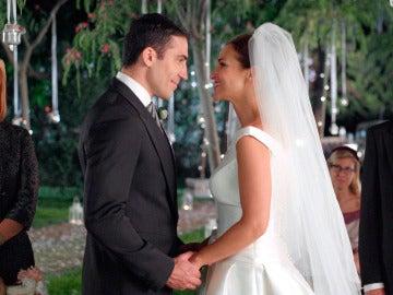 Ana Rivera y Alberto Márquez, miradas de amor en el altar