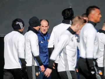 Voro, en un entrenamiento con el Valencia.