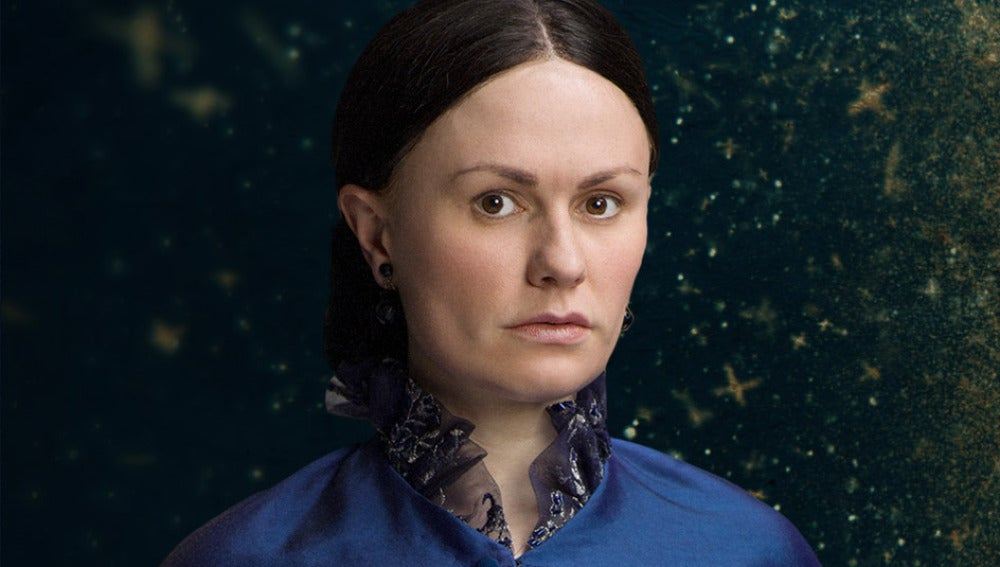Anna Paquin es Nancy Holt