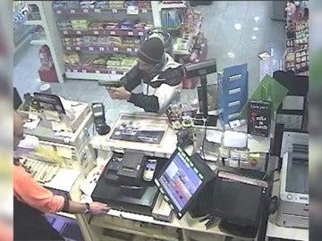 Frame 11.071104 de: Dos detenidos por robar a mano armada en varias gasolineras de Madrid