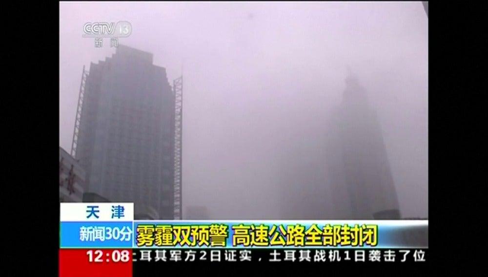 Frame 3.380736 de: Alerta roja en 25 ciudades del norte y centro de China por alta contaminación