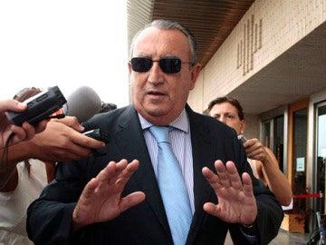 Carlos Fabra ante los medios