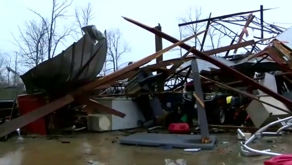 Frame 0.0 de: Las fuertes tormentas en Alabama se han cobrado la vida de 4 personas