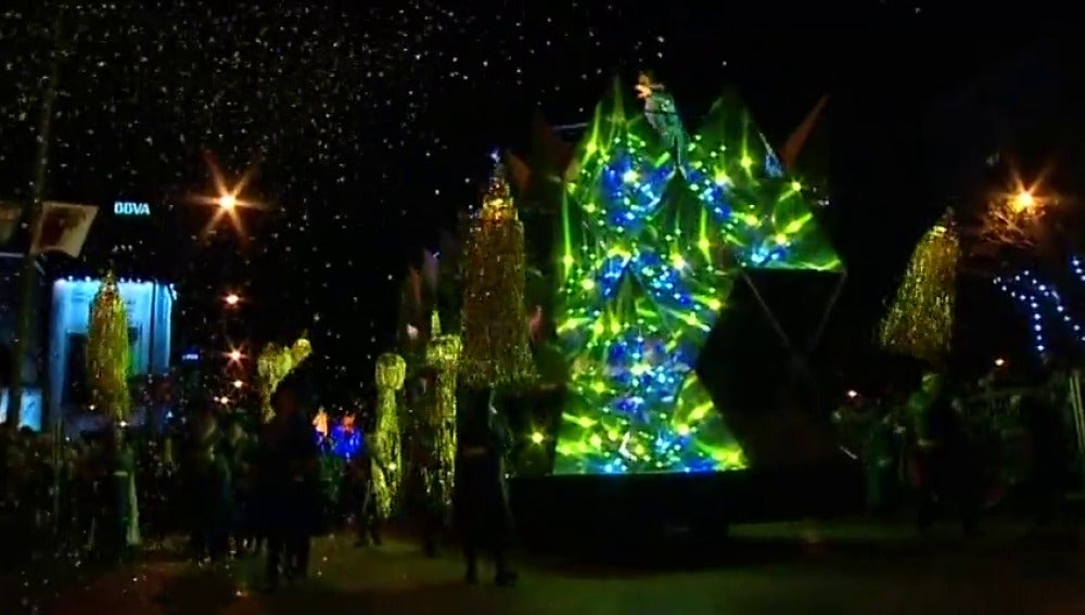 Frame 9.216085 de: Los Reyes Magos desfilarán en Madrid en las mismas carrozas que el año pasado