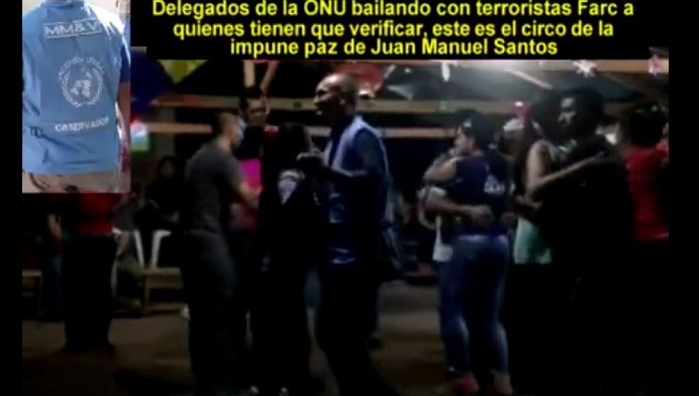 Observadores de la ONU bailando con las FARC