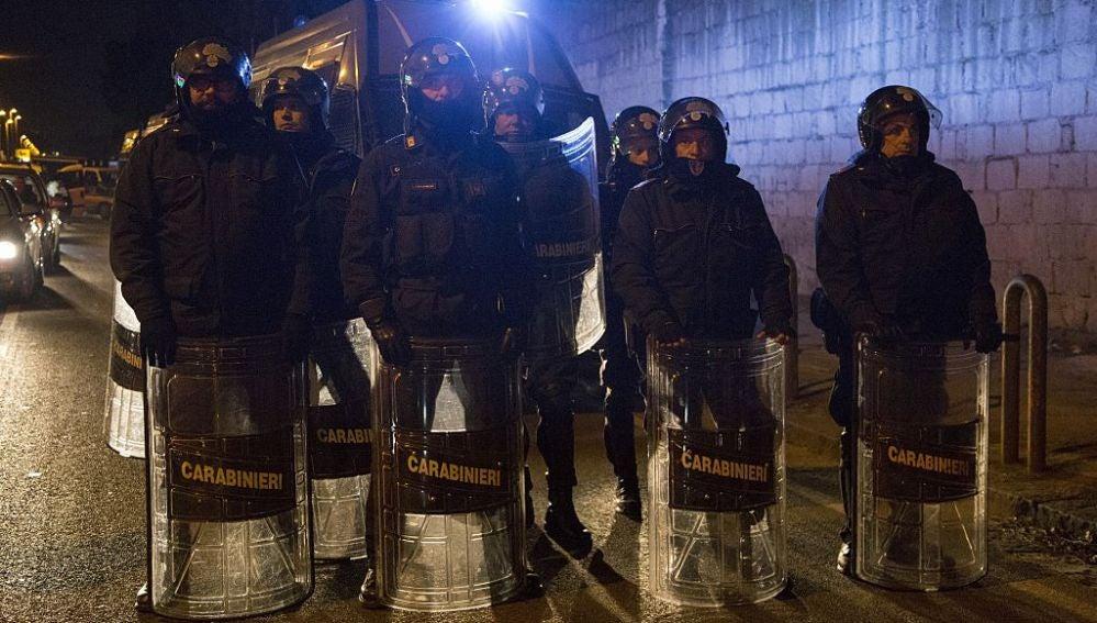 Varios policías en Italia