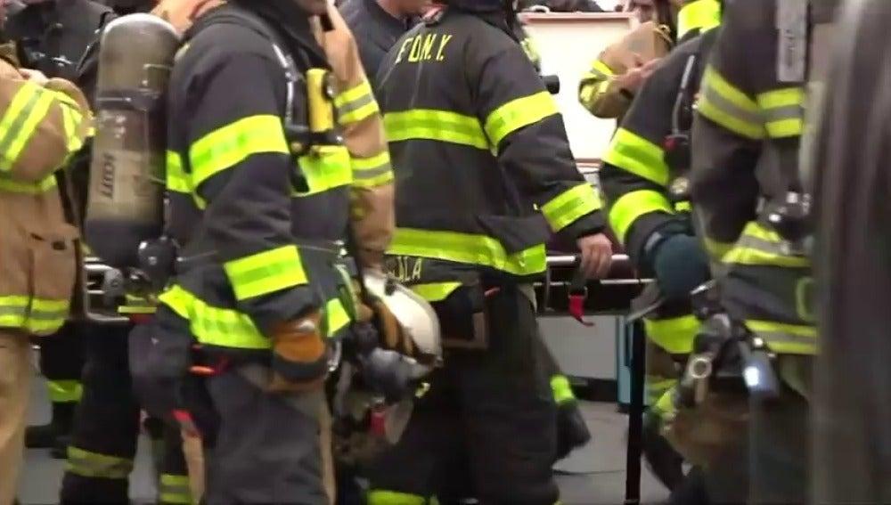 Frame 0.0 de: Al menos 76 heridos al accidentarse un tren suburbano en Nueva York
