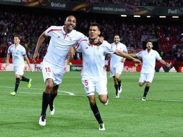 Kolodziejczak celebrando un gol con N´Zonzi