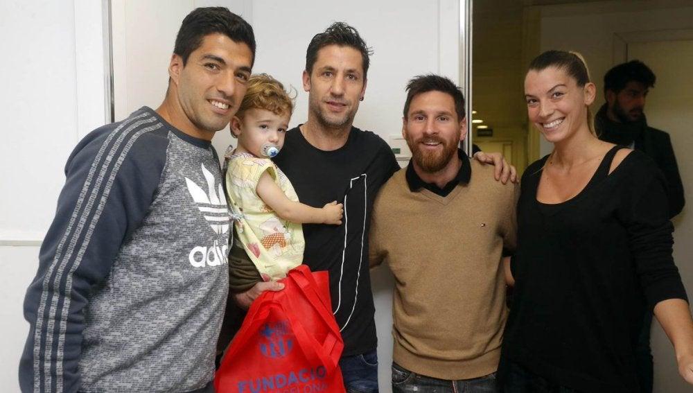 Messi y Luis Suárez visitan a Capdevila en el hospital