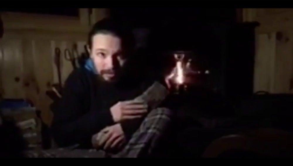 """Frame 10.5185 de: Iglesias homenajea a 'Twin Peaks' en un vídeo para llamar a inscribirse en Podemos y Errejón apela a """"repensar"""" el partido"""