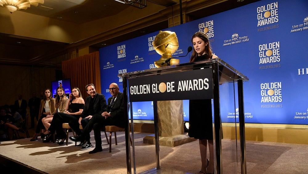 Anna Kendrick leyendo los nominados a los Globos de Oro