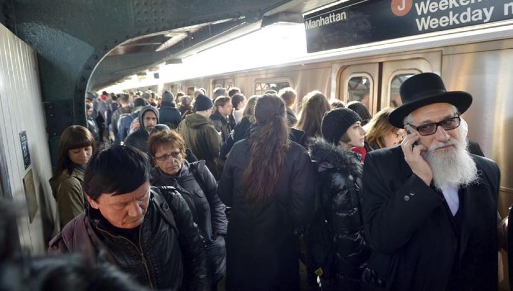 Cerca de 600 personas viajaban en el tren