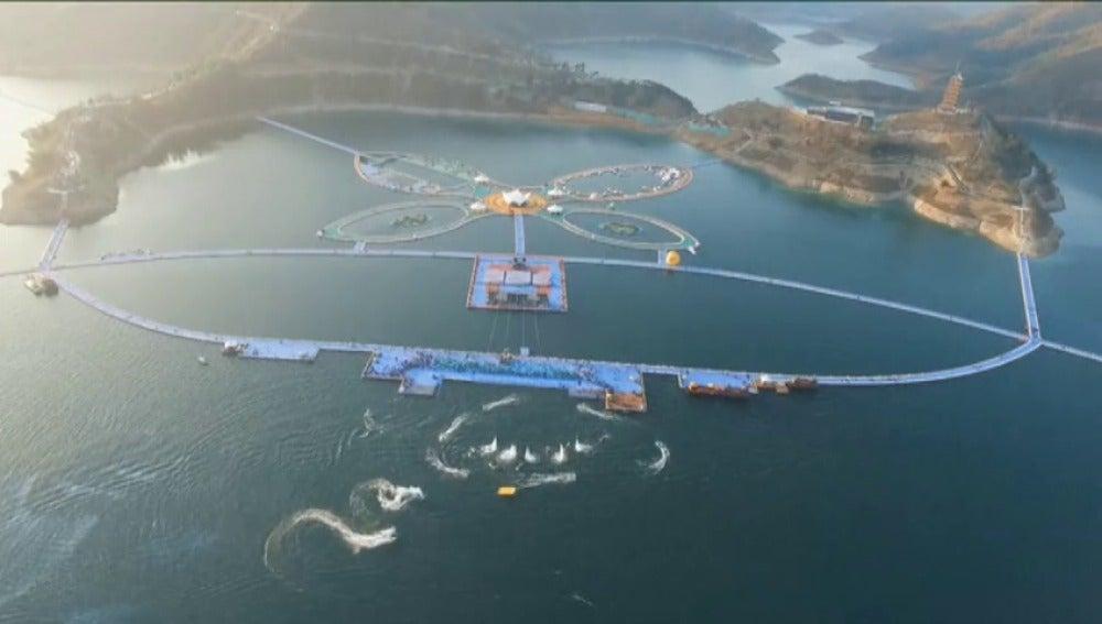 Frame 0.0 de: La nueva atracción turística de China: una pasarela flotante de 50 mil metros