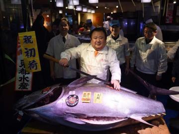 Kimura posa para los medios con un atún rojo