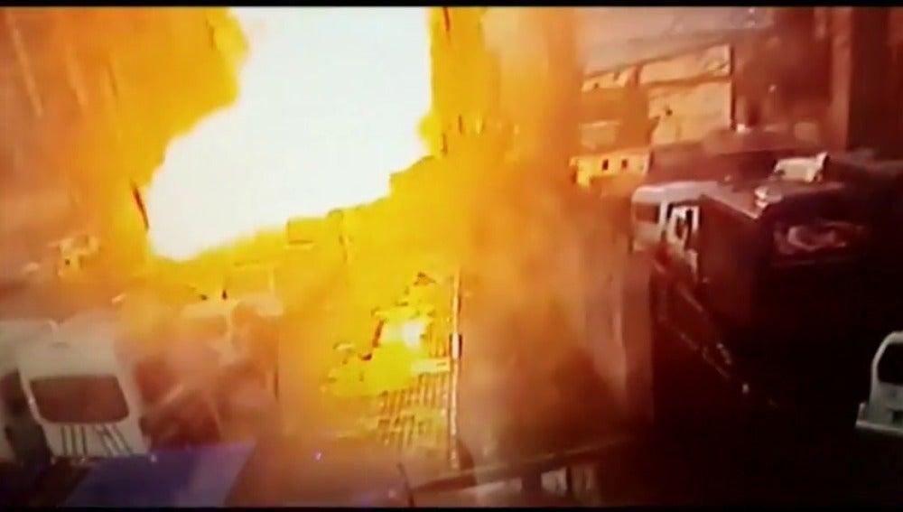 Frame 21.221262 de: Dos muertos y dos atacantes abatidos por la policía tras explosión en Esmirna