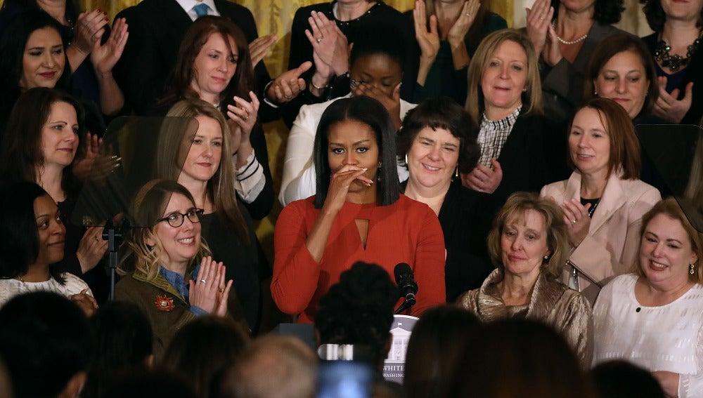 Michelle Obama, emocionada tras su discurso