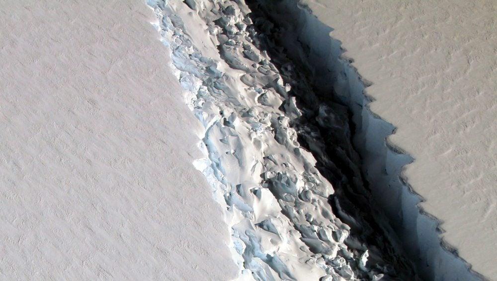 La grieta en la plataforma de hielo de la Antártida crece 11 millas en sólo 6 días