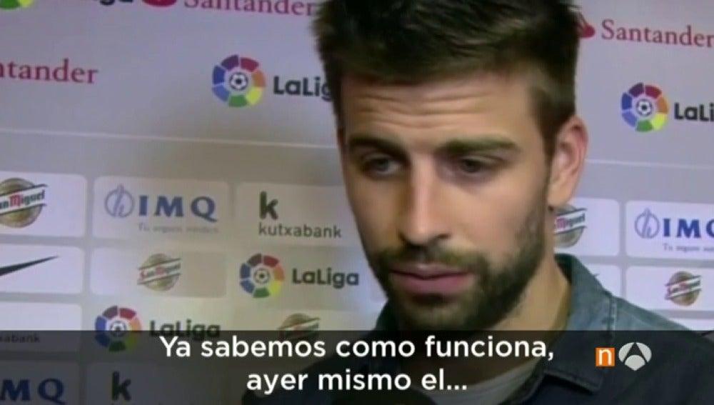 """Frame 25.095647 de: Piqué carga contra el árbitro: """"Ya sabemos cómo funciona esto, lo vimos en el Real Madrid-Sevilla"""""""