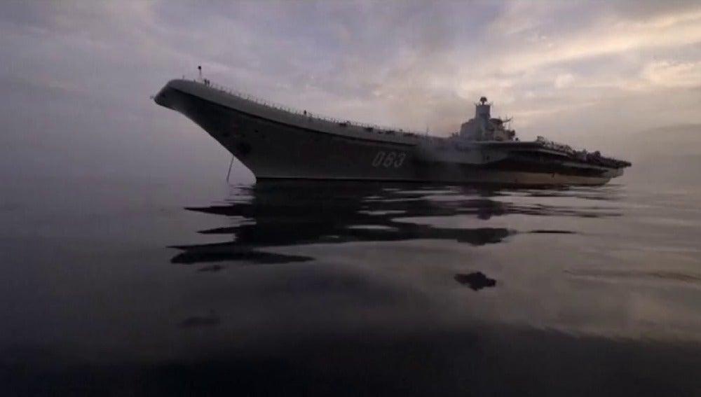 Frame 0.0 de: Rusia retira su portaaviones de Siria en el inicio de su repliegue